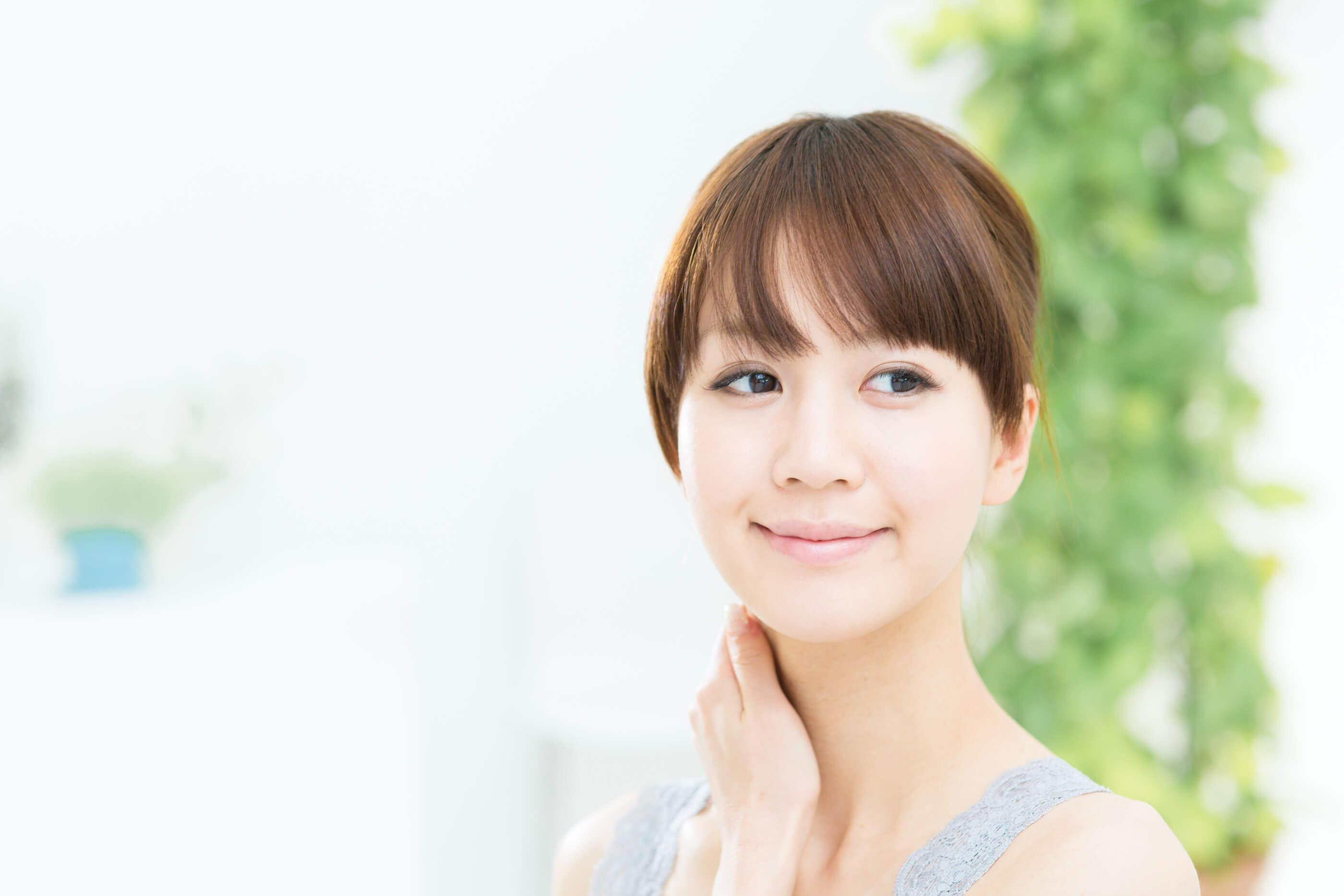 亚洲女人与美丽的脸和完美的皮肤